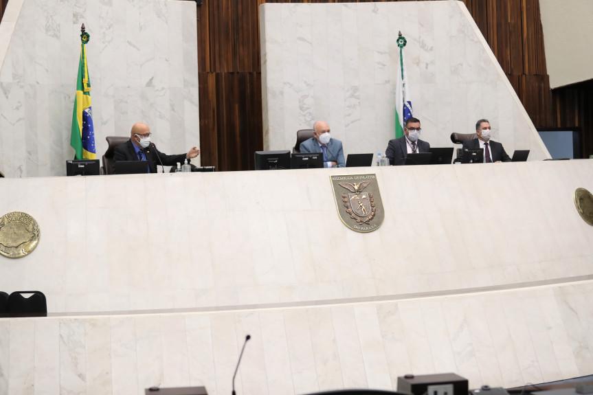 Assembleia Legislativa retoma sessão de forma híbrida, com até 25 deputados presentes em plenário.