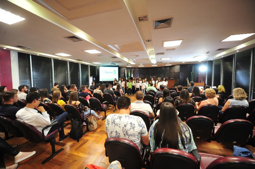 A apresentação de um coral marcou a visita dos participantes da Caravana da Cidadania no Ministério Público.