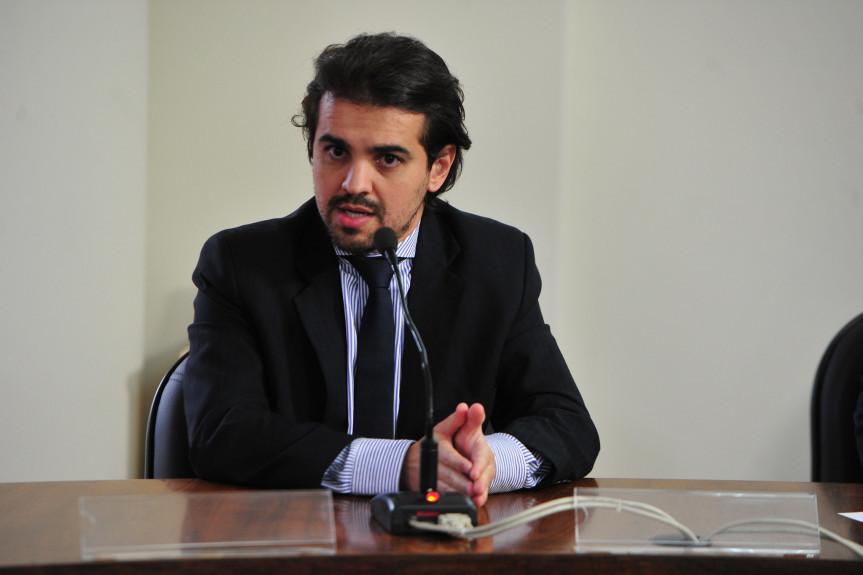 Deputado Luiz Fernando Guerra (PSL) presidiu a reunião da Comissão de Obras Públicas, Transportes e Comunicação desta terça-feira (4).