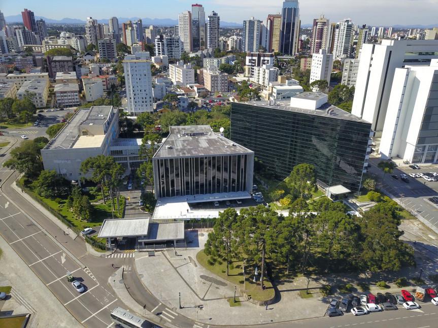 Projeto de lei que prevê o videomonitoramento de obras com recursos totais ou parciais do Estado segue em debate na Assembleia Legislativa do Paraná.