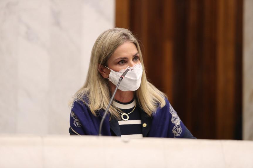 Deputada Ivana Bastos, presidente da Unale, visita a Assembleia Legislativa do Paraná