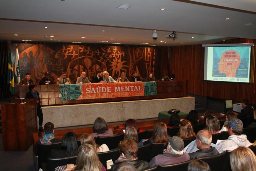 Especialistas debateram os avanços conquistados com a Política Nacional de Saúde Mental, Álcool e Outras Drogas.