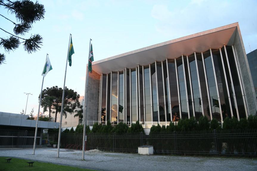 Saúde e segurança dos trabalhadores de frigoríficos e debate em defesa do Banco do Brasil marcam a agenda de audiências públicas na Assembleia Legislativa do Paraná.