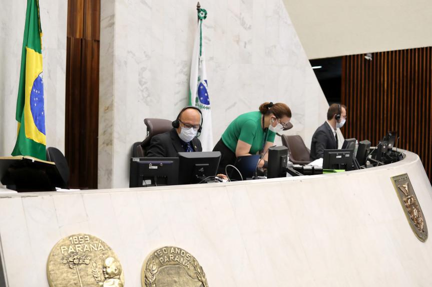 Deputados aprovam reajuste ao salário mínimo regional, que segue para a sanção do Poder Executivo.