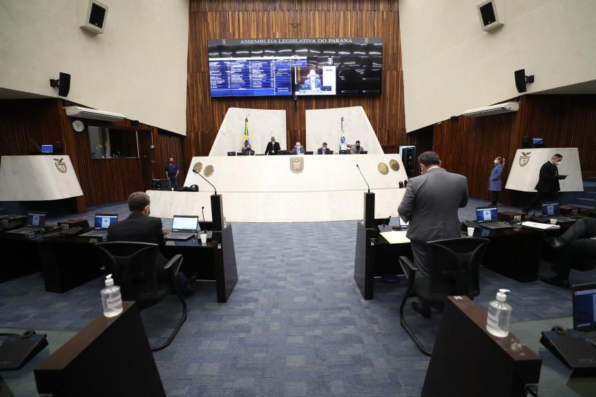 Deputados aprovam em plenário projeto que cria o Programa Retoma Paraná.