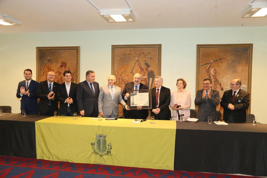 Euclides Scalco no dia em que recebeu o título de Cidadão Honorário do Paraná.