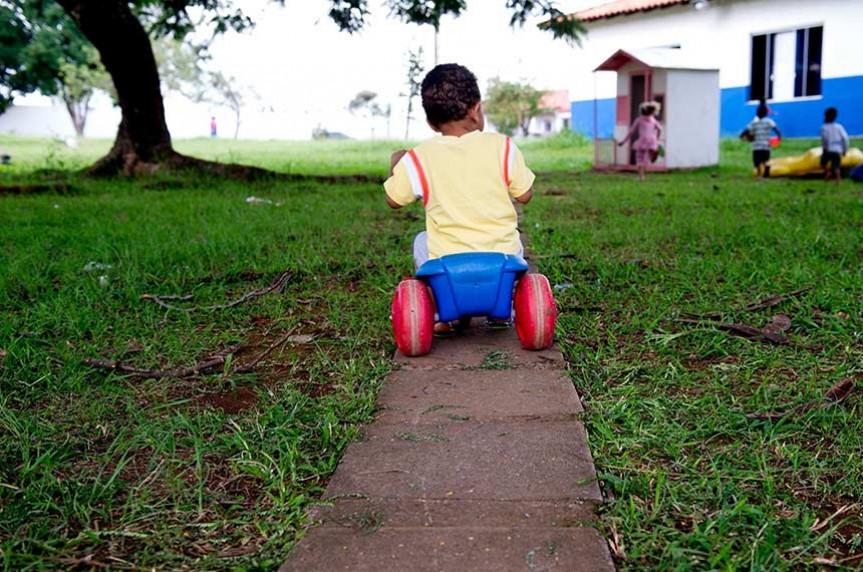 Estima-se que o Brasil tem um órfão a cada 5 minutos, e esse número pode passar de 130 mil crianças e adolescentes que perderam os pais na pandemia.