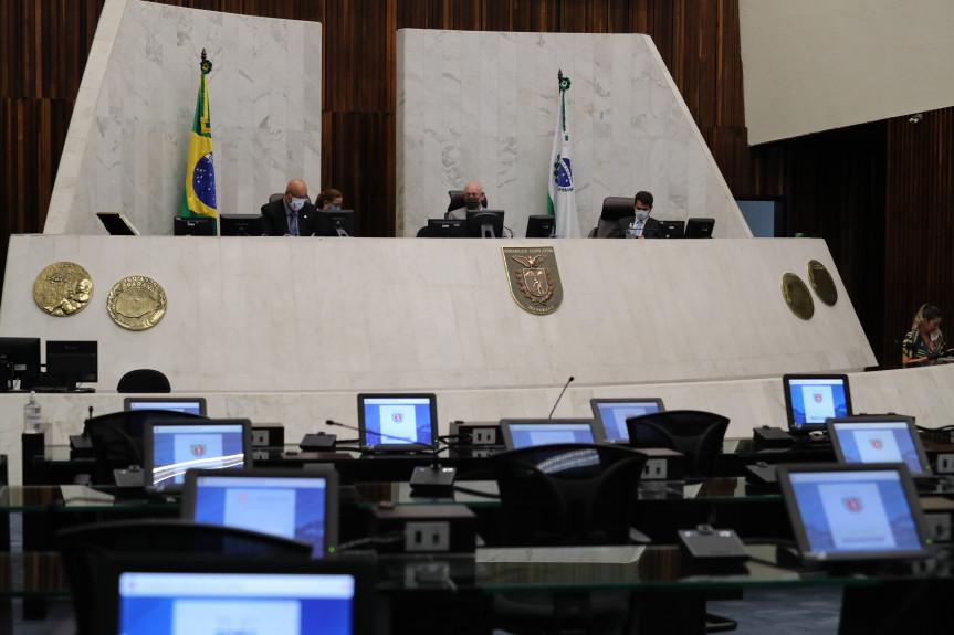 Nesta terça-feira (21) foram realizadas duas sessões plenárias, sendo uma delas extraordinária.
