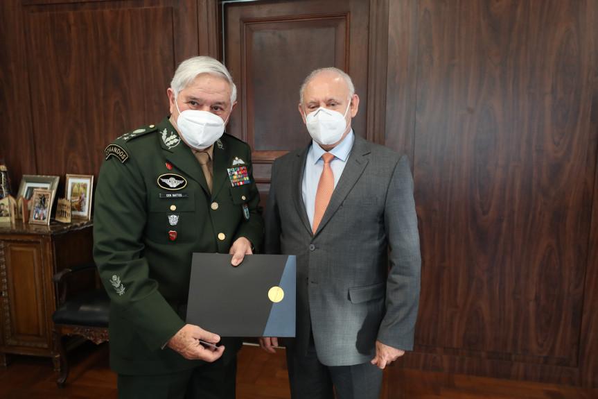 Presidente do Legislativo, deputado Ademar Traiano, recebeu nesta quarta (5) o general Luis Carlos Gomes Mattos, presidente do Superior Tribunal Militar (STM).