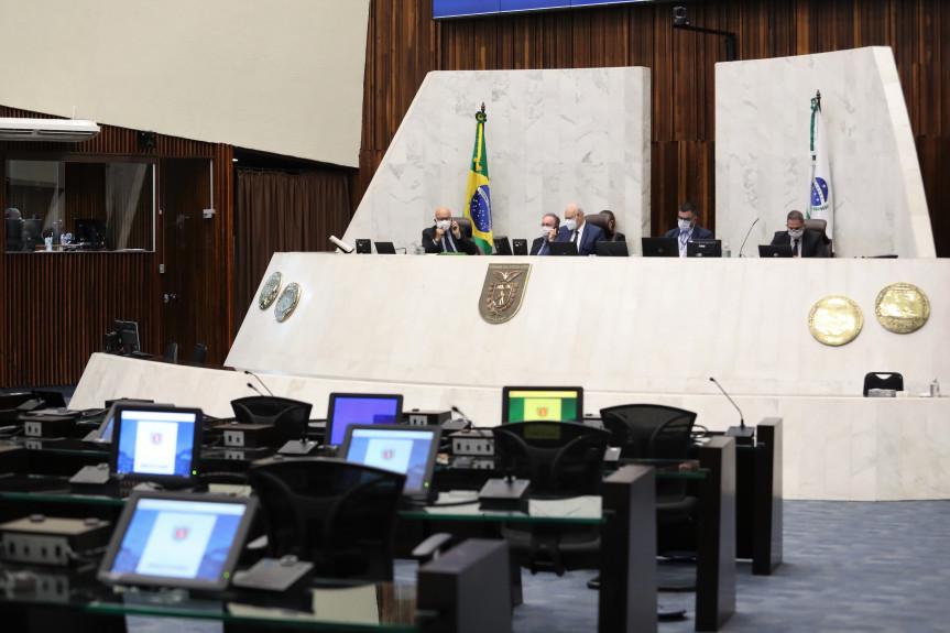 Projeto que pune atos racistas e homofóbicos em estádio de futebol é aprovado pelos deputados na Assembleia Legislativa do Paraná.