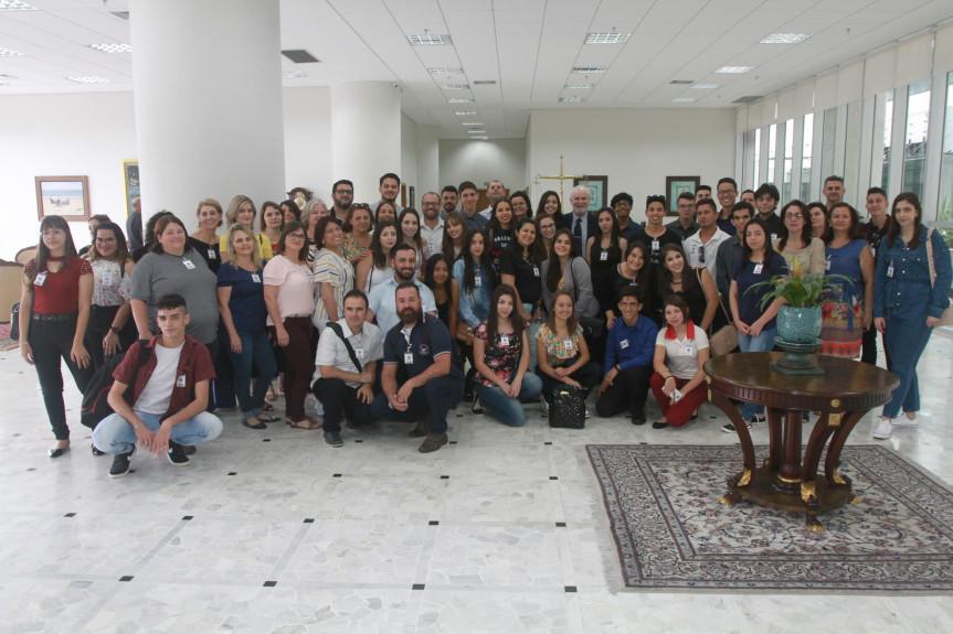 Estudantes do projeto Geração Atitude conhecem o Tribunal de Justiça do Paraná.