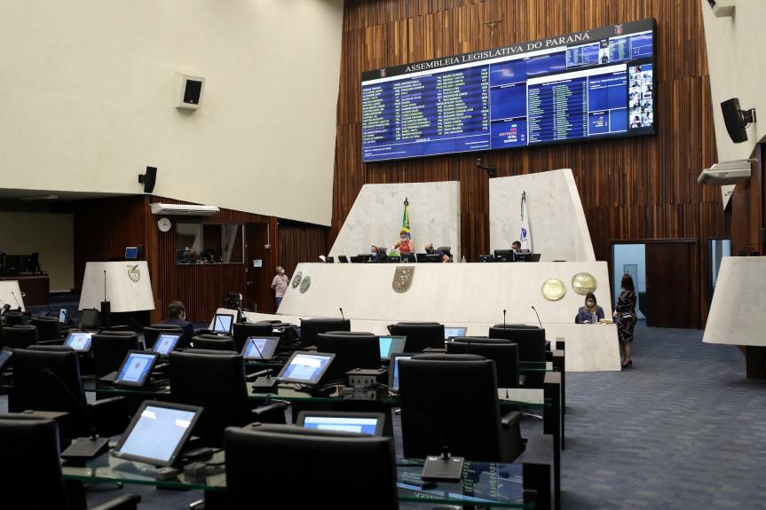 Proposta do Poder Executivo que trata da definição de critérios, mediante a consulta à comunidade escolar, para a escolha de diretores foi aprovada na Assembleia Legislativa.