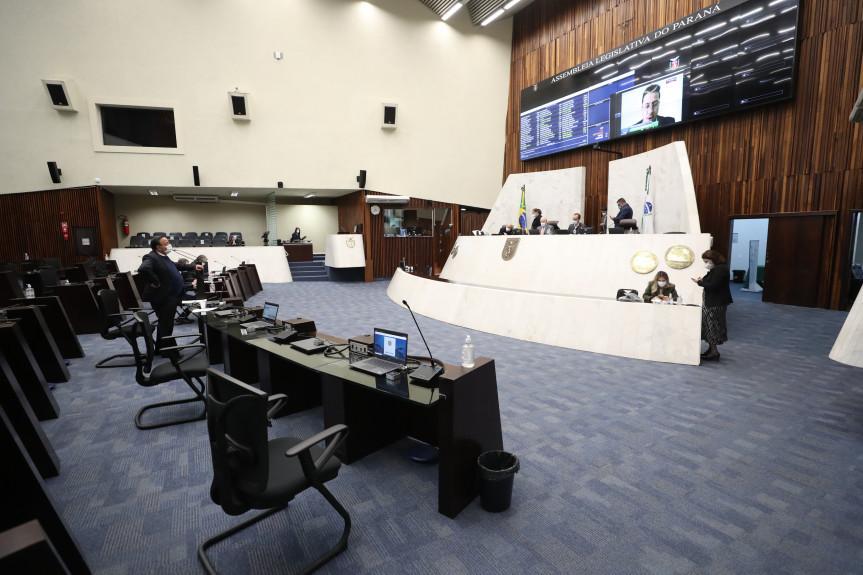 Punição para quem furar a fila da vacina contra a Covid-19 foi aprovada em primeiro turno pelos deputados na Assembleia Legislativa do Paraná.
