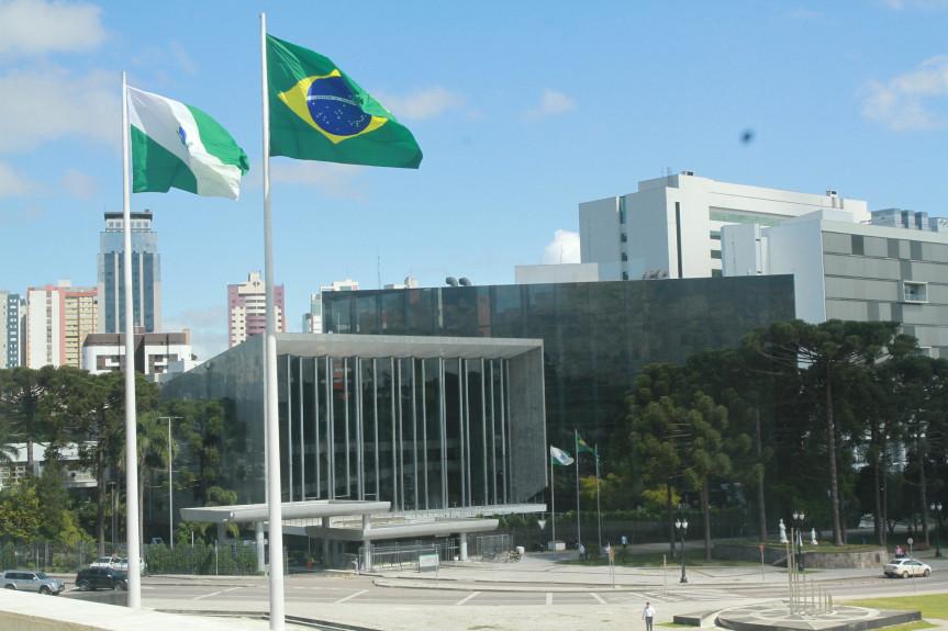 Comissão Executiva da Assembleia Legislativa do Paraná divulga novas restrições de acesso para enfrentamento à Covid-19.