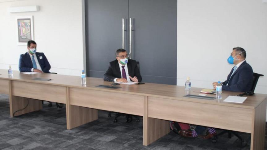 Deputado Michele Caputo (PSDB), com o deputado Alexandre Amaro (Repuplicanos),  durante visita à sede da Pfizer em São Paulo